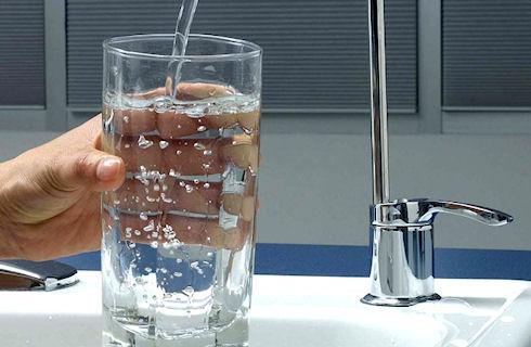 Чем опасна сырая вода?