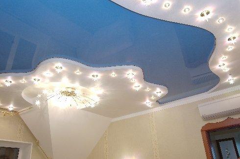 Чем хороши натяжные потолки