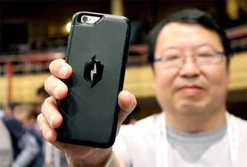 Чехол для iPhone 6, который заряжает смартфон