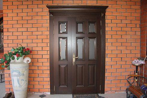 Деревянные входные двери