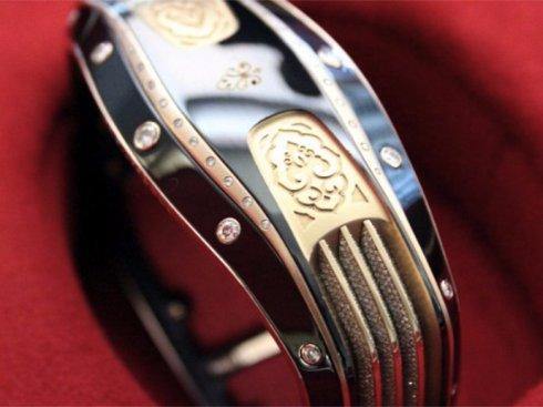 Дорогостоящий «умный» браслет бьёт рекорды
