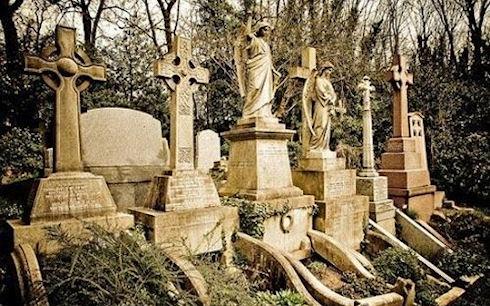 Эксцентричные могильные памятники на любой вкус