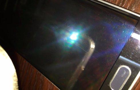 Флагман Samsung огорчил пользователей царапинами на дисплее