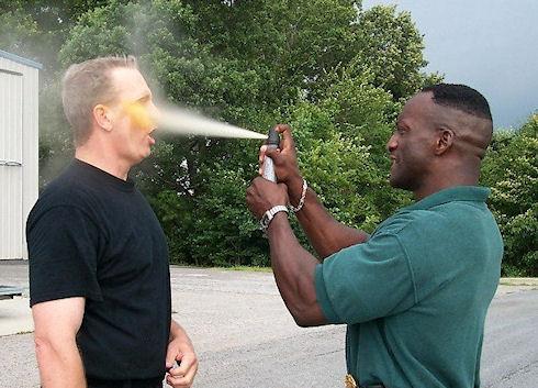 Как выбрать и использовать на практике газовый баллончик в целях самообороны