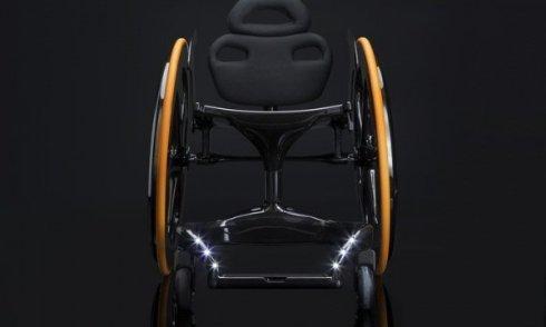 Инженеры Carbon Black создали инвалидное кресло из углеродного волокна