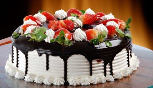 Как просто и красиво украсить домашний торт?