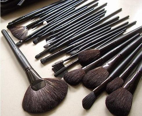 Выбираем кисточки для макияжа