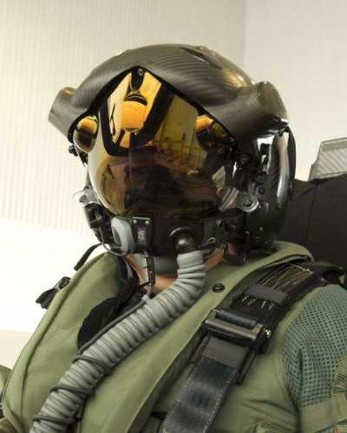 Компания Lockheed Martin создала шлем, позволяющий видеть сквозь корпус самолёта