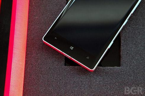 Что приготовил первый смартфон от Microsoft Lumia?