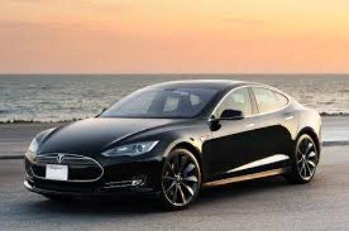 Model S назвали «дурацкой машиной»