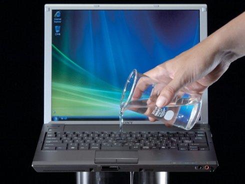 На клавиатуру пролилась жидкость