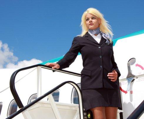 Немецкую стюардессу превратили в Памелу Андерсон