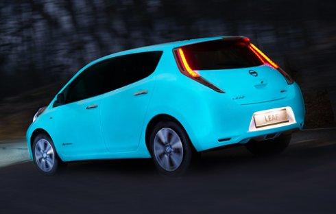 Nissan выпустила светящийся в темноте автомобиль (ВИДЕО)