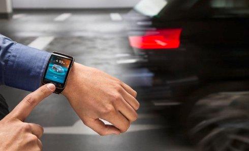 Новые автомобили BMW можно парковать с помощью умных часов
