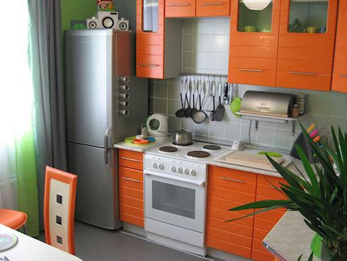 Удобная и правильная обстановка маленькой кухни