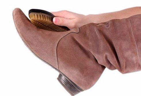 Особенности чистки замшевой обуви