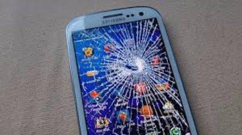 Особенности ремонта разбитого экрана телефона