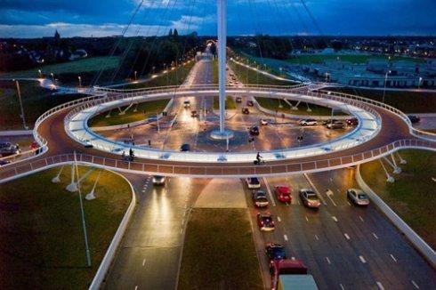 Первый в мире вращающийся мост построили в Голландии