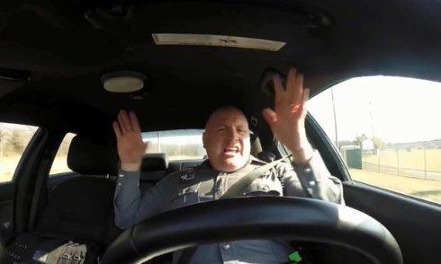 Песня Тейлор Свифт прославила полицейского из США