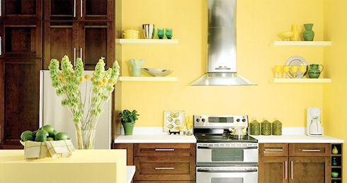 Декоративные настенные полки на кухне