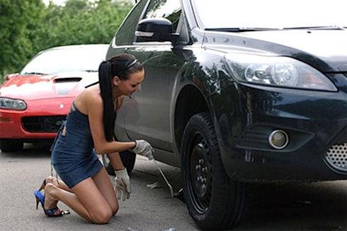 Как поменять колесо у машины