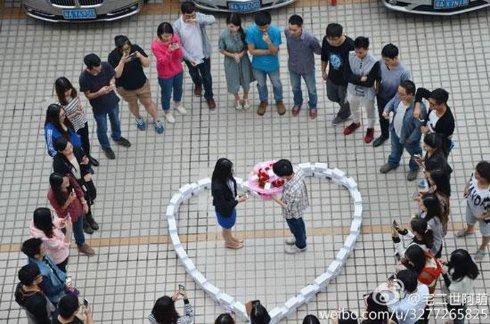 Китайский программист сделал предложение любимой при помощи сотни iPhone 6