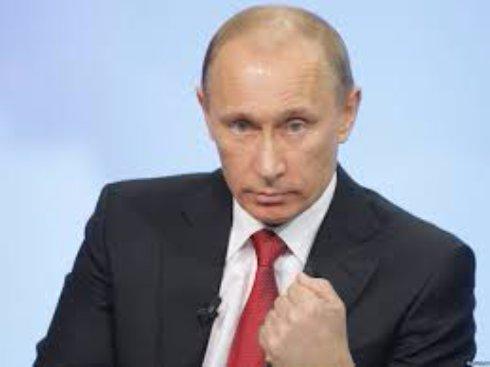 Путин заморозил зарплаты чиновникам до конца года