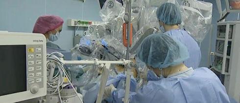 Робот Da Vinci помог провести операцию на печени