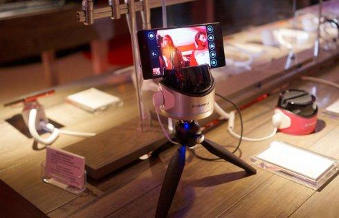 Робот Fiebot от Lenovo поможет в создании селфи снимков