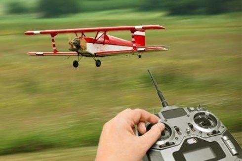 Самолет на радиоуправлении – это прекрасный подарок для подростка и для взрослого человека