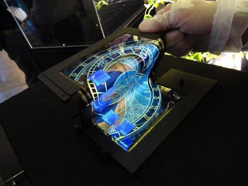 Японская SEL представила складной 8,7-дюймовый сенсорный дисплей