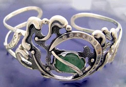 Серебряные украшения помогут создать необходимый образ