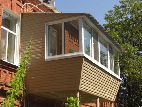 Остекление балконов и лоджий и их благоустройство