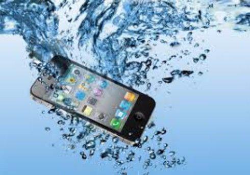 Спасаем смартфон от воды