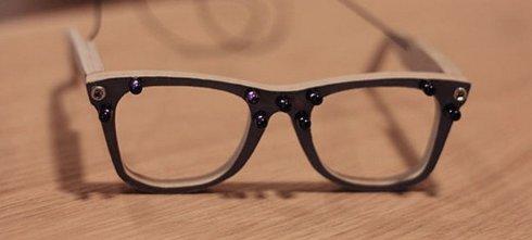 Специальные очки делают человека «невидимым» для фотокамер
