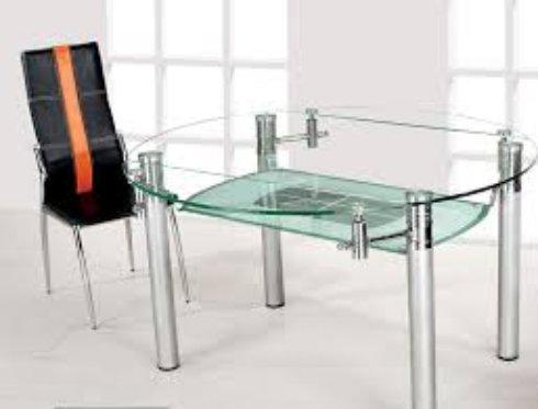 Стеклянная мебель на кухне