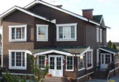 Стоит ли устанавливать пластиковые окна в загородном доме?