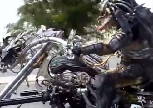 Тайский энтузиаст соорудил мотоцикл для Хищника (Видео)