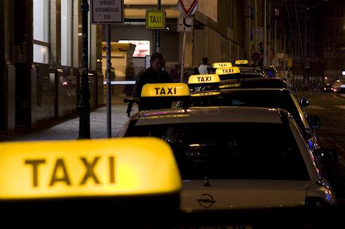 Как лучше добраться до международного аэропорта Шереметьево - такси vs аэроэкспресс