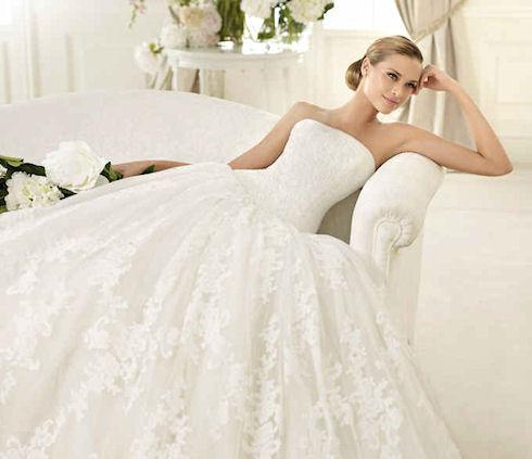 Модные тенденции 2013 года коснулись свадебных платьев