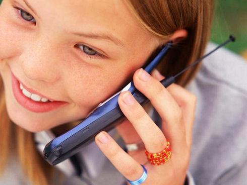 В каком возрасте у ребенка должен быть мобильный телефон?
