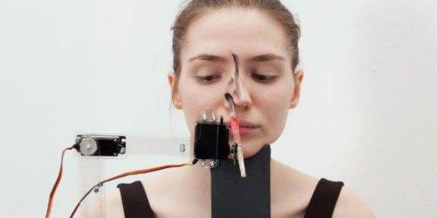 В Австрии создали уникального робота-визажиста