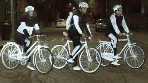 Велосипедисты для безопасности будут светиться в темноте