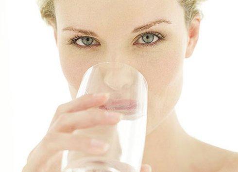 Врачи рассказали, как вода влияет на похудение