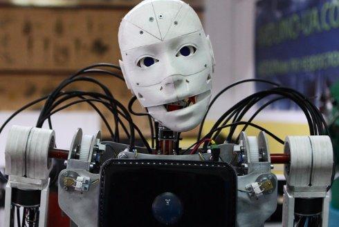 Харьковчане создали роботизированного официанта (Видео)