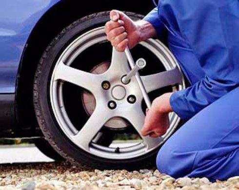 Замена колеса в дороге, инструкция для блондинок