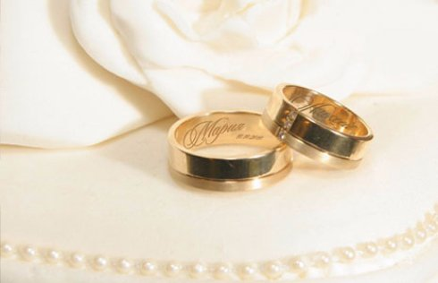 Знаки любви: гравировка на обручальных кольцах